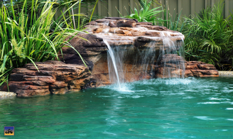 Rock swimming pool pond grottos - Swimming pool waterfalls water features ...
