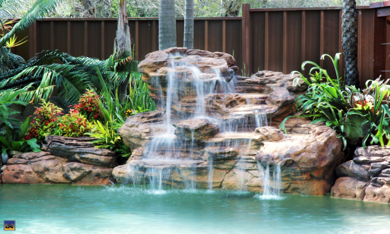 Swimming pool rock waterfalls kits fountains and boulders for Construire une cascade pour bassin